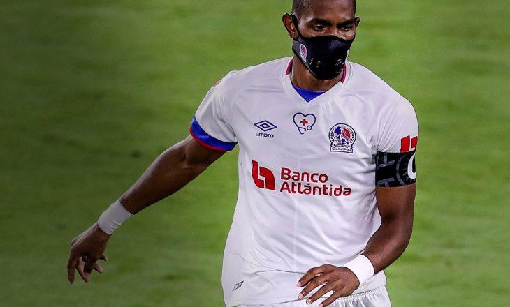 Jerry Bengtson futbollisti i parë që luan ndeshje me maskë kundër COVID-19
