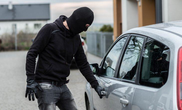 Policia gjen tri vetura të vjedhura në Mitrovicë