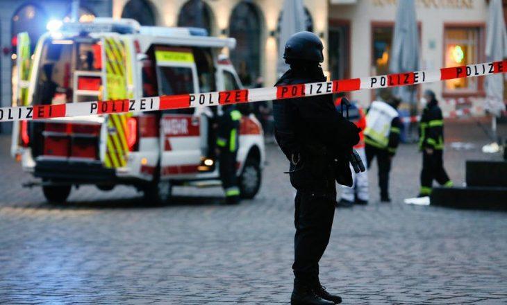 Gjermani: Dy persona kanë vdekur dhe 10 janë plagosur nga përplasja e një automjeti