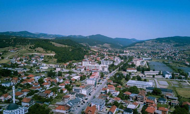 Komuna e Kamenicës do të ndajë nga 50 euro për të prekurit me COVID-19