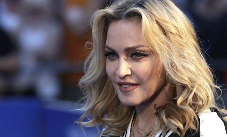Madonna në një fotografi të rrallë familjare me gjashtë fëmijët e saj