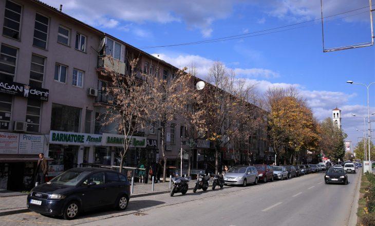 Këto rrugë të Prishtinës do të jenë të bllokuara për parkim gjatë fundjavës