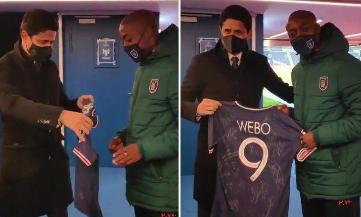 PSG i dhuron fanellë të nënshkruar Webo-s