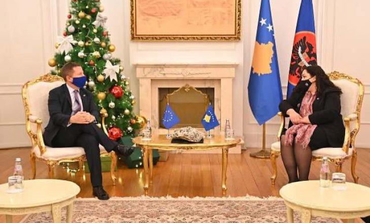 Osmani diskuton me shefin e zyrës së BE-së për vendimin e Kushtetueses