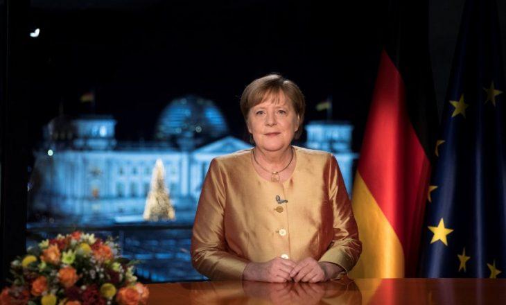 BILD: Merkel ka thënë se masat kundër COVID-19 do të qëndrojnë edhe dy muaj