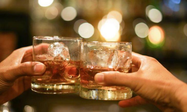 Këshilla për rusët pas vaksinimit: Qëndroni larg alkoolit për dy muaj