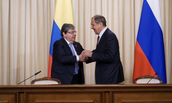 Rusia dëbon dy diplomatë kolumbianë nga Moska