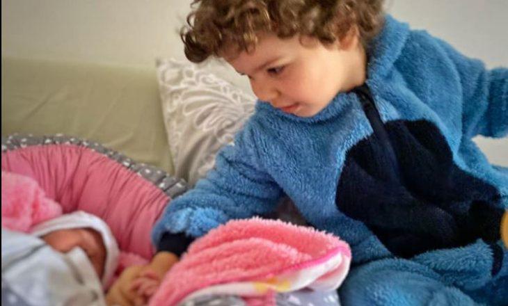Çifti shqiptar mirëpresin në jetë fëmijën e dytë – emrin e foshnjës e zgjodhi vëllai