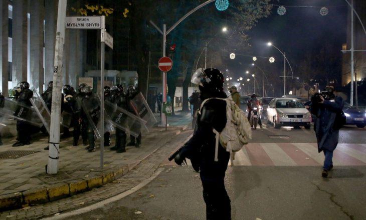 Komisioni Evropian dënon dhunën ndaj gazetarëve gjatë protestave në Shqipëri