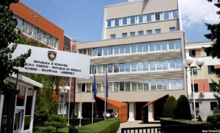 Punimet në objektin e Kuvendit përplasin Vjosa Osmanin me deputeten e AAK-së