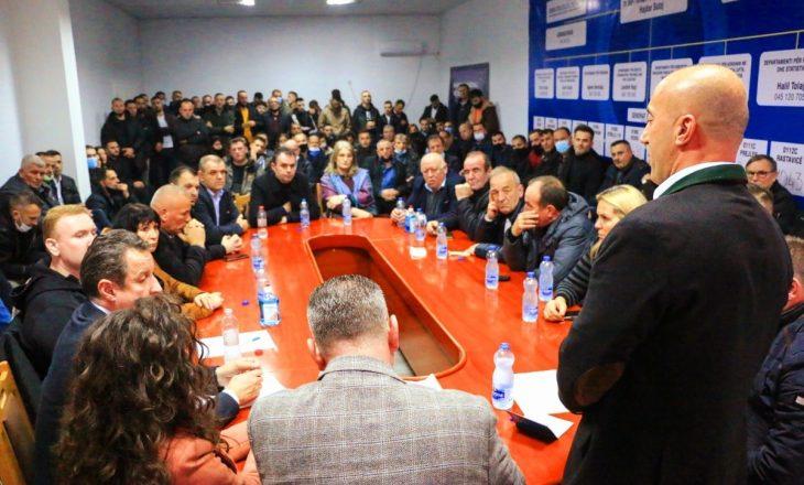 Haradinaj mobilizon degën e Deçanit për zgjedhje
