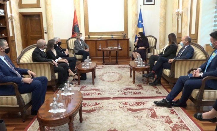 Osmani takohet me disa deputetë shqiptarë