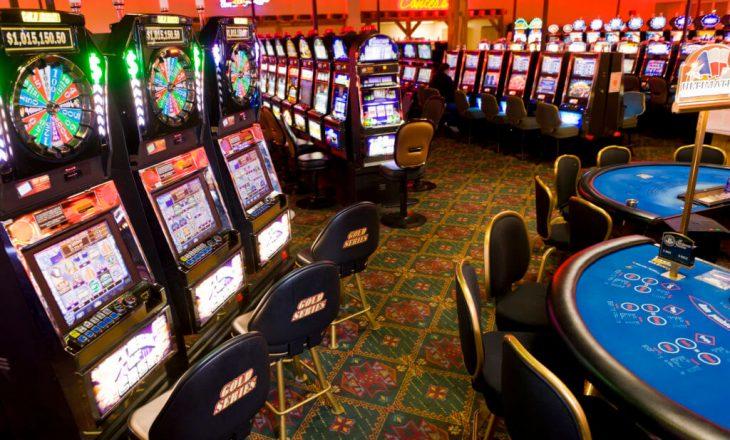 Arrestohen tetë persona pasi u kapën duke luajtur lojëra të fatit