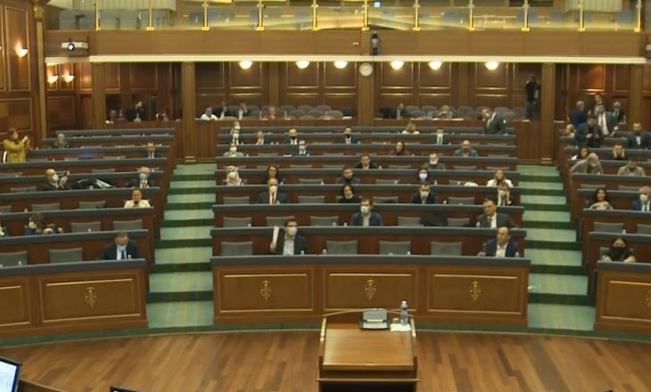 VV sërish proteston në Kuvend kundër prezencës së Driton Selmanajt