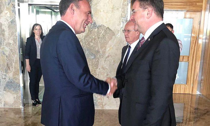 Limaj bisedon me Lajçakun për dialogun me Serbinë