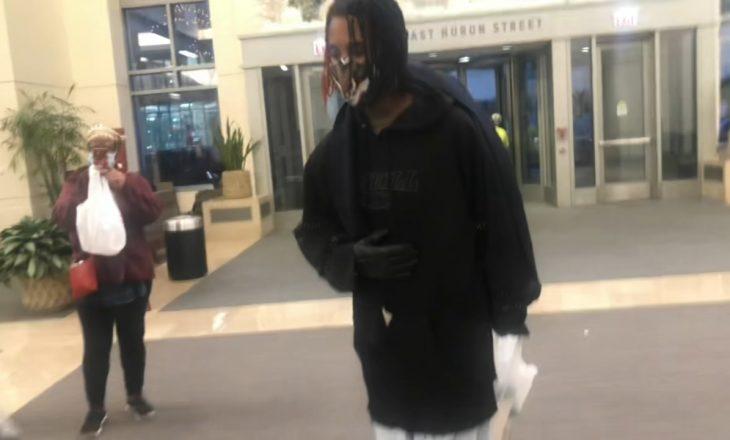 Këngëtari i njohur lirohet nga spitali, po merr veten nga COVID-19