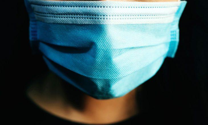 COVID-19: Vënia e një maske të përdorur është më e rrezikshme se mosvënia e maskës