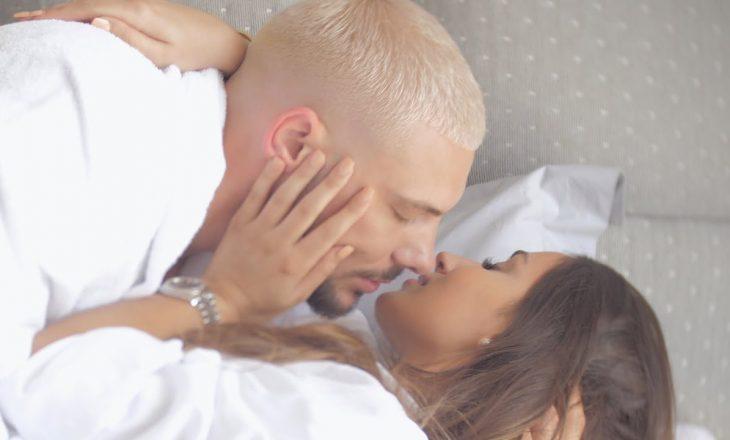 Kjo video romantike hedh poshtë thashethemet për ndarje mes Seldit dhe Sindit