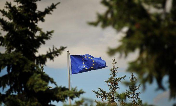 Maqastena ende vazhdon të mbahet i burgosur në Serbi – përfshihet edhe zyra e BE-së në Beograd