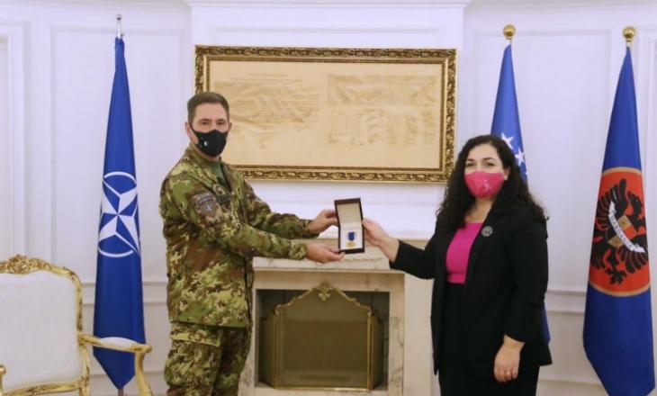 Ish-komandanti i KFOR-it, Rissi dekorohet me Medaljen Presidenciale Ushtarake