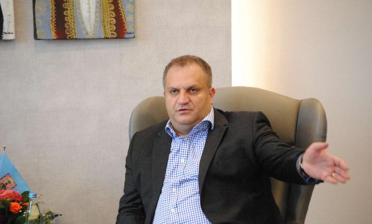 Ahmeti njofton për procedurat që duhet t'i kryejnë bizneset përfituese të granteve