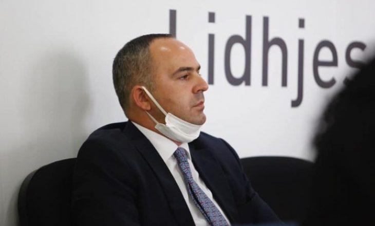 Manaj: Një deputet e humb mandatin vetëm nëse dënohet me burgim