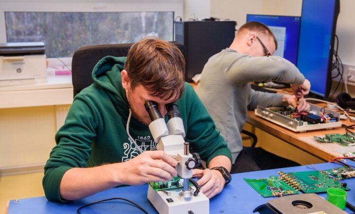 Një ekip shkencëtarësh po punojnë në një pajisje që do mbrojë Tokën nga asteroidet
