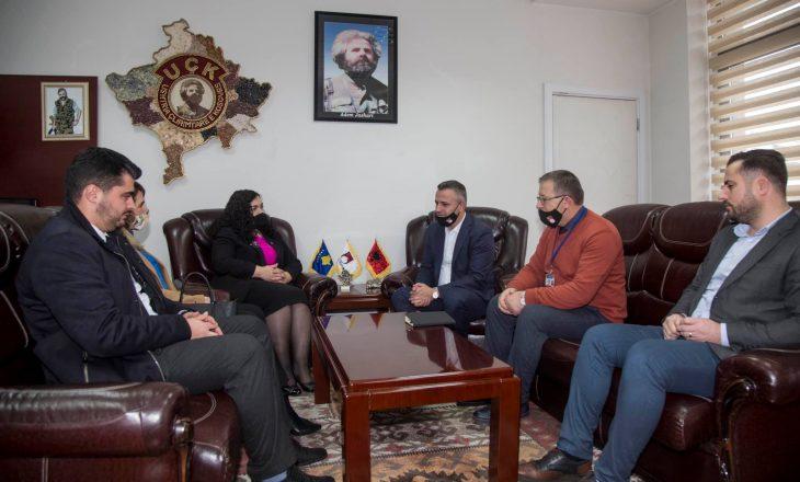 Presidentja në Detyrë takohet me Bekim Jasharin