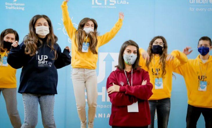 Të rinjtë e UPSHIFT zgjidhje e problemeve me të cilat përballet shoqëria