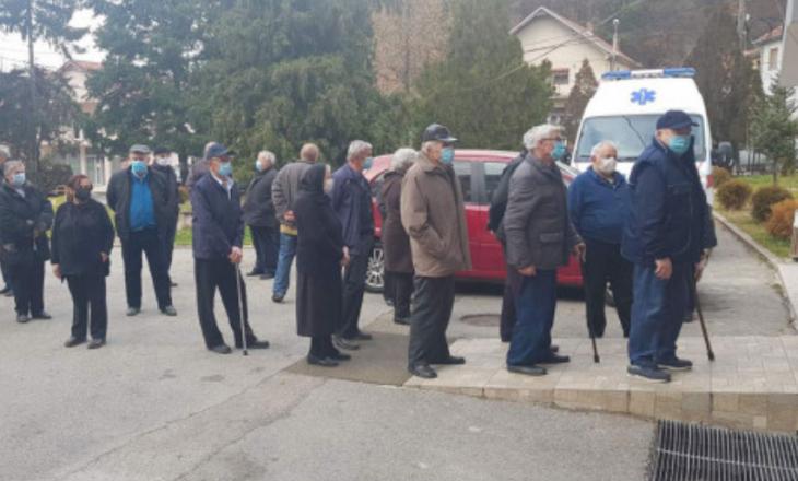 Qytetarët e Kosovës në Veri kanë filluar ta marrin vaksinën kundër COVID-19, falënderojnë Vuçiqin