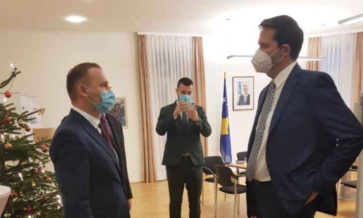 Zemaj takohet me eurodeputetin austriak, flasin për luftën kundër COVID-19