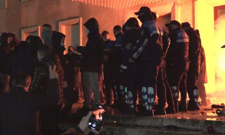 Ministria e Shëndetësisë: Shtatë të lënduar gjatë protestës në Tiranë