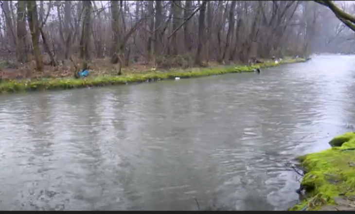 Disa lumenj dalin nga shtrati në Maqedoninë e Veriut