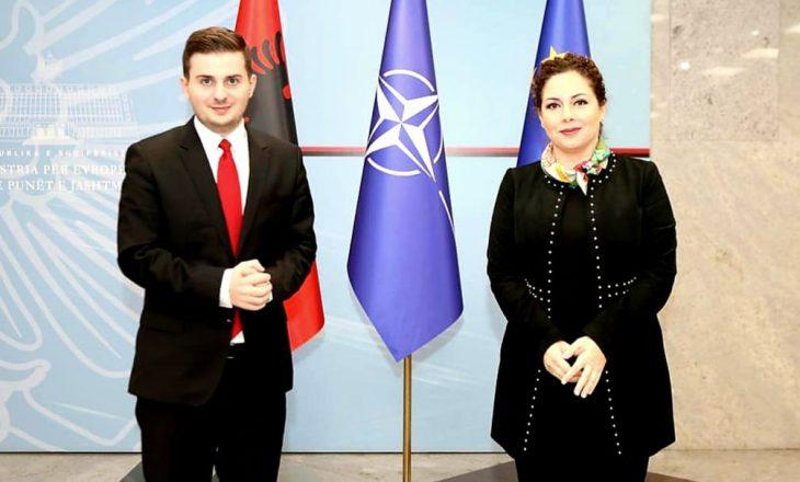 Gent Cakaj dorëzon detyrën e ministrit