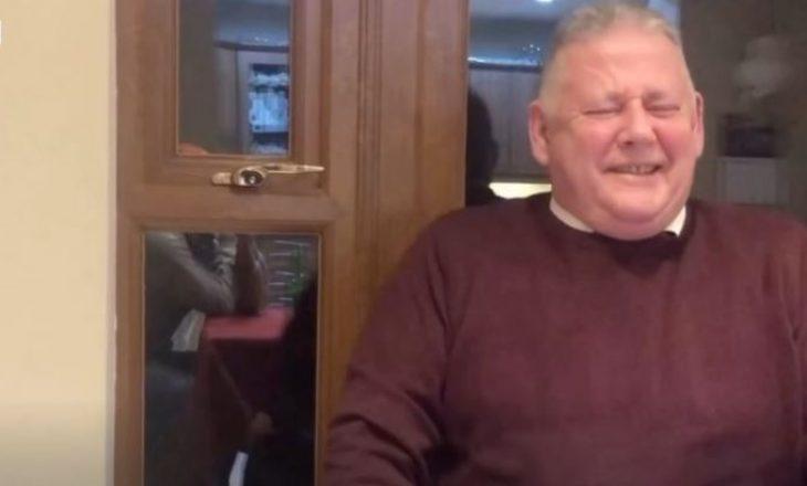 Babai që nuk përmban dot të qeshurën bëhet viral në rrjete sociale