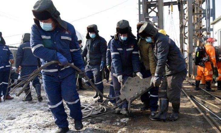 Të bllokuar në minierë për më shumë se një javë – punëtorët arrijnë të dërgojnë një shënim