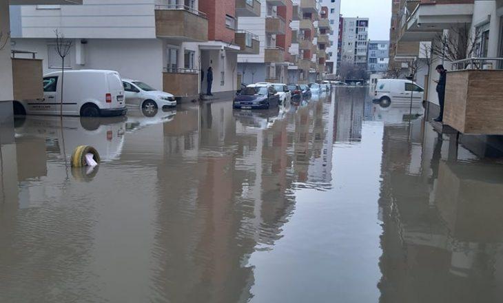 Situata me vërshimet – Mbesin pa ujë Fushë Kosova dhe lagjja Kalabria në Prishtinë