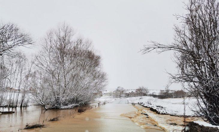 Lumi Mirusha përsëri del nga shtrati, bllokohen disa rrugë