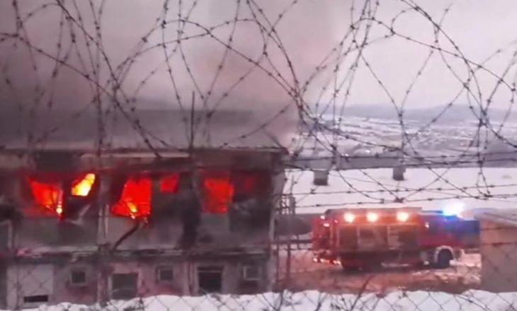 Digjet një pjesë e kampit të refugjatëve në Mitrovicë, gjashtë të lënduar