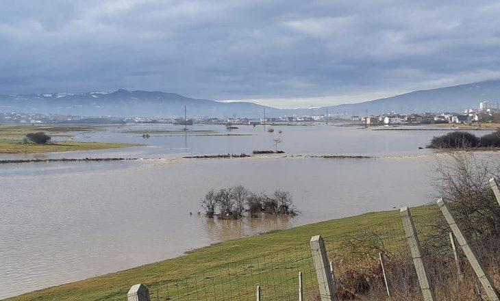 """Lumi """"Drenica"""" del nga shtrati, vërshohen disa fshatra të Drenasit"""
