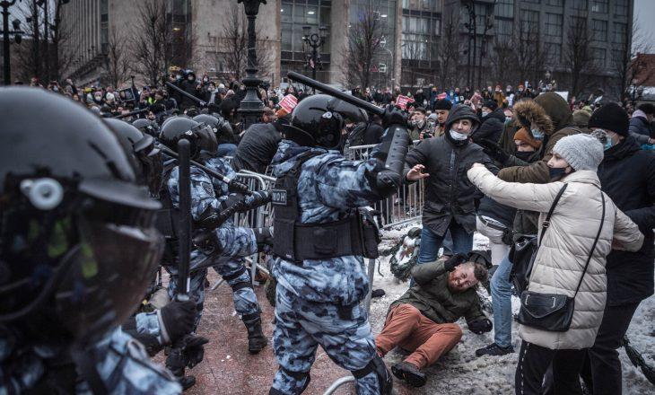 Rusia arreston rreth 260 protestues pro Navalny-t