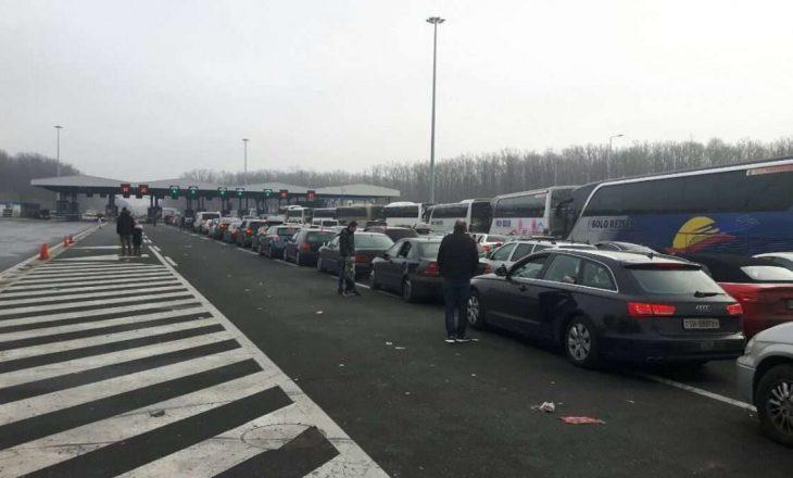 Deri në dy orë pritje në Merdarë për të dalë nga Kosova