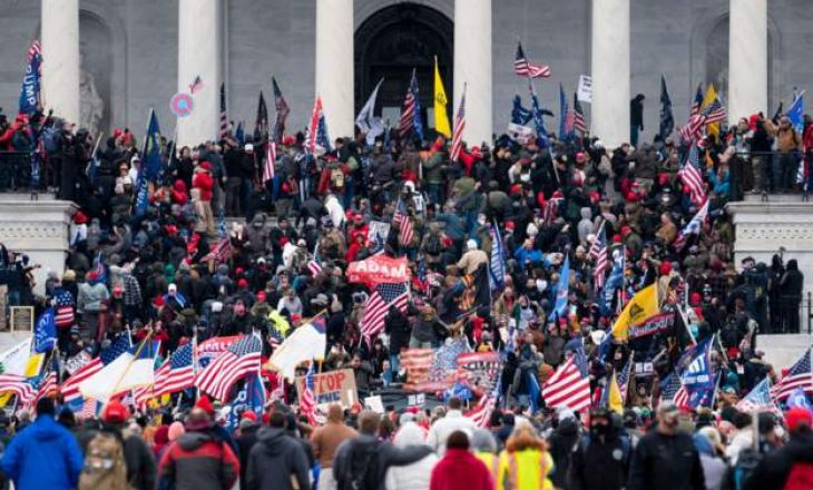 Protestuesit futen në Kongresin amerikan