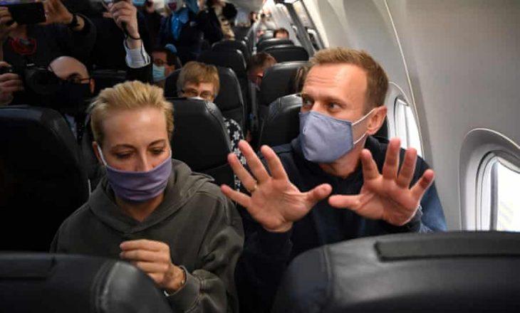 Kritiku i Kremlinit Navalny niset për në Rusi pavarësisht rrezikut të arrestimit