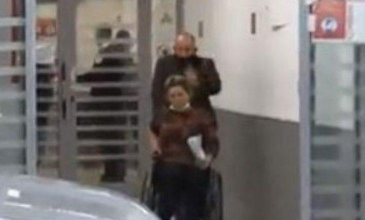 Policia identifikon burrin që sulmoi gruan në QKUK