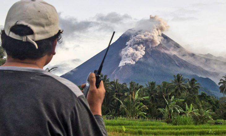 Vullkani indonezian lëshon lum lave në shpërthimin e ri