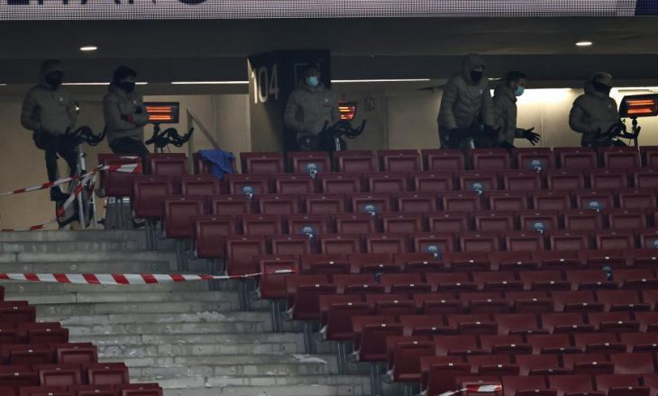 Në ndeshjen ndaj Sevilla-s, lojtarët e Atletico-s me biçikleta bëjnë nxehjen