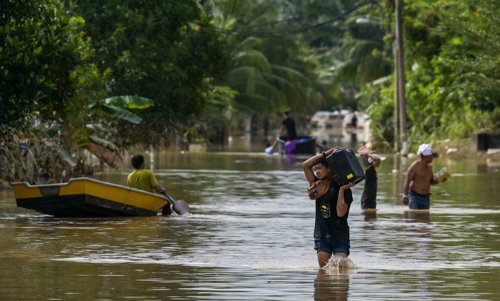 Gjashtë të vdekur, gati 50,000 të evakuar nga përmbytjet në Malajzi