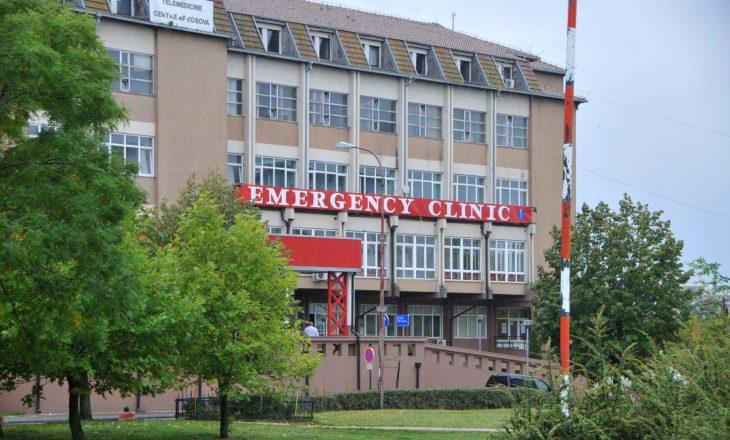 E pakënaqur me trajtimin, një femër sulmon infermieren në QKUK