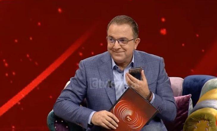 """Ardit Gjebrea ndërpret intervistën në mes, telefonon gruan dhe i thotë: """"Të dua"""""""